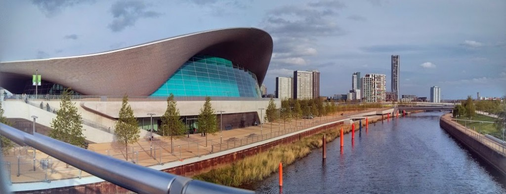 Aquatics Centre, river side (London)